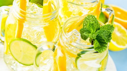 Vitalia.cz: Voda scitrónem a další letní potraviny škodí zubům