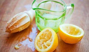 Voda scitronem– zdravý zvyk, ale musí býtteplá
