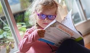 Uvidí vaše dítě na tabuli? Tyto příznaky varují