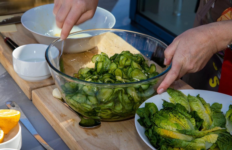 Saláty ke grilu potřebují správnou zálivku
