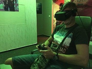 Oculus Rift a ovládání přes ovladač od Xboxu.