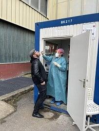 Odběrové místo na antigenní testy má firma přímo v holešovickém sídle.