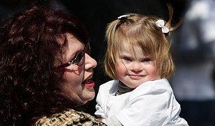 Rodí starší ženy. Riziko vývojových poruch stoupá