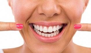 Zubní plak není zubní kámen, lidé si to často pletou