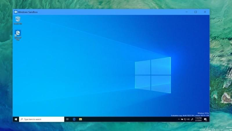 Windows Sandbox spuštěný v okně vypadá jako operační systém Windows – a také jím je. V podstatě se jedná o další instalaci operačního systému Windows odděleného od operačního systému Windows nainstalovaného na reálném počítači.
