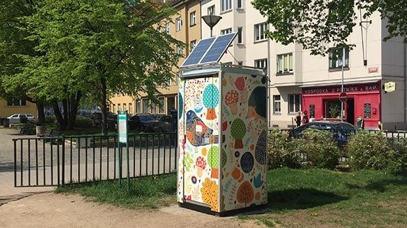 [článek] Praha zprovoznila první chytré kadibudky. Měří zaplněnost a odemykají se mobilem