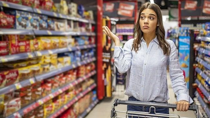 Podle supermarketů si lidé na opatření zvykli. Vreálu vnich však mají zmatek