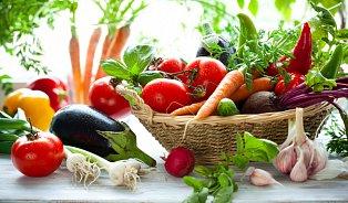 Sami zeleninu nejíme, ale dětem ji nutíme