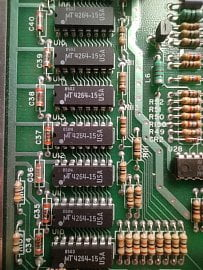 Detail základní desky. Zde paměti RAM.
