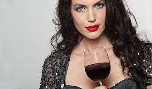 7× ženy a alkohol: Proč baba snese míň než chlap