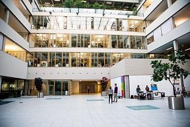 Kanceláře uvnitř budovy