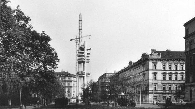 [aktualita] Galerie: Před 30 lety začalo řádné vysílání z televizní věže na Žižkově