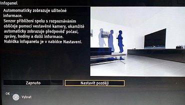 Informační panel se zobrazuje ve spodní části obrazovky a reaguje na čidlo přítomnosti. Jak ale výrobce upozorňuje, může ho aktivovat i domácí zvíře nebo dopadající sluneční světlo.
