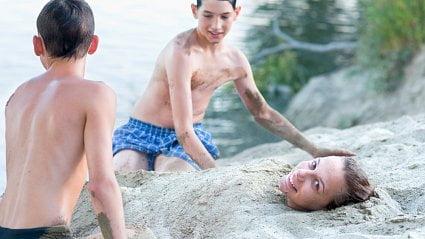 Vitalia.cz: Nechat se zahrabat do písku je zdravé