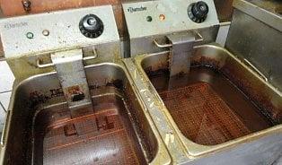 Oleje z fritéz restaurací jsou přepálené