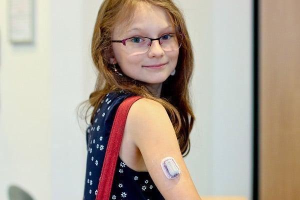 V léčbě diabetu 1. typu se stále více uplatňují tzv. kontinuální monitory glykémie. Pokud je senzor spojen s inzulínovou pumpou, může do určité míry automaticky ovládat dávkování inzulínu.