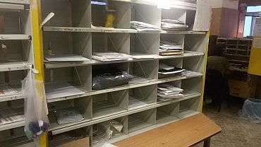 Oltář – tady si četa č. 1 rozděluje dopisy a zásilky podle jednotlivých okrsků.