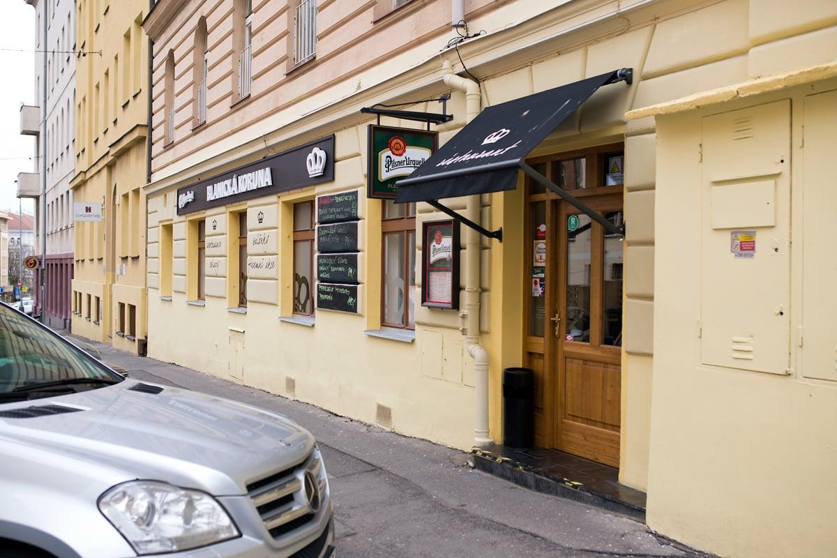 Restaurace Blanická Koruna. Provozuje ji pan Milan Tomáš.