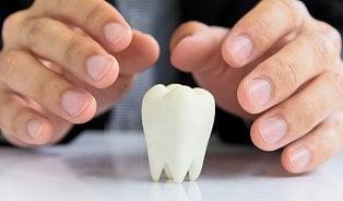Zánět dásní: Nejdřív dásně trochu krvácí a pak se zub poroučí