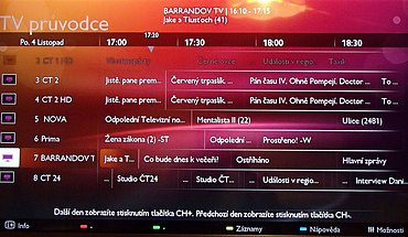 EPG nabízí programovou nabídku pro sedm stanic. Jak vidíte, k vybranému pořadu se vypisuje čas začátku a konce a jeho název. Další informace se otevírají na nové obrazovce a chvilku to trvá.