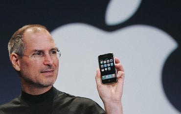 Steve Jobs s původním iPhone