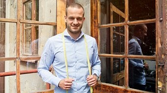 Podnikatel.cz: Šije džíny, které rostou s vámi