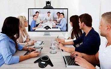 """Umíte si představit podobný """"vylepšený"""" televizor umístěný v zasedací místnosti Ministerstva vnitra, nebo obrany?"""