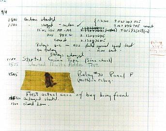 """V roce 1947 sloužila Grace Hopperová v námořní výzkumné laboratoři Dahlgrenu ve Virginii, kde byl instalován počítač Mark II. Při jedné z kontrol byla nalezena můra, která se zachytila ve spínači relé. Hopperová ji tehdy přilepila průhlednou páskou do knihy o servisních záznamech a napsala k ní poznámku, že je to první skutečně nalezený """"bug"""" (bug – brouk, hmyz). Termín debugging je mnohem starší – """"bug"""" coby označení technické chyby používal už na sklonku 19. století T.A. Edison. Nicméně Hopperová napomohla jeho přenesení do počítačového a zejména softwarového světa."""