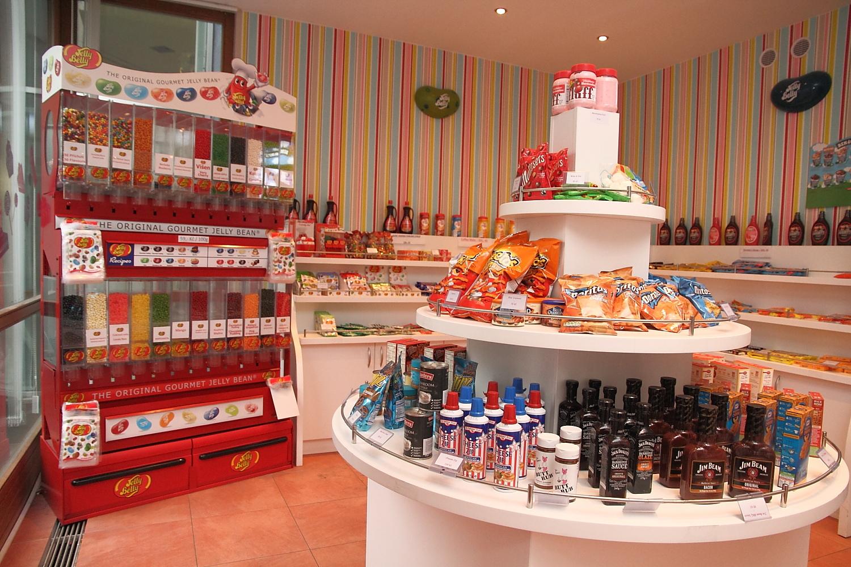 Obchod s americkými potravinami hýří barvami.