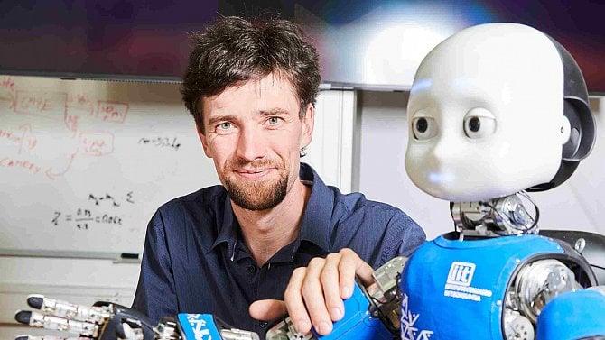 ČVUT si za 6,4 milionu pořídilo humanoidního robota iCub, pomůže s výzkumem mozku