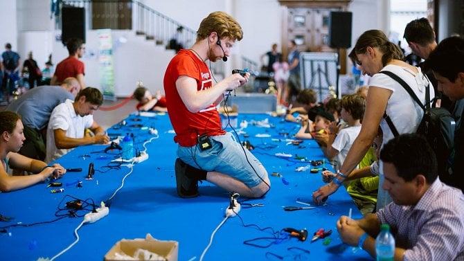 [aktualita] Festival Maker Faire představí největší vzduchové dělo na světě i postapo nadšence z raketové základny