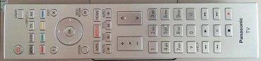 Dálkový ovladač má trochu jiné rozložení, než je u Panasoniku běžné a má i podsvícení.