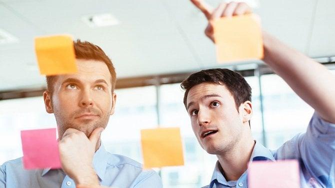 Brainstorming je zábavný, pomáhá řešit problémy a spojí vaše zaměstnance