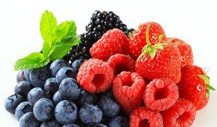 Lesní ovoce se hodí kpřípravě letních nápojů imísto chemické kosmetiky