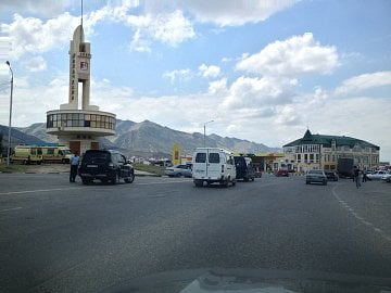 Město Machačkala. Dagestán, Rusko. (07/2013, iPhone 4S)