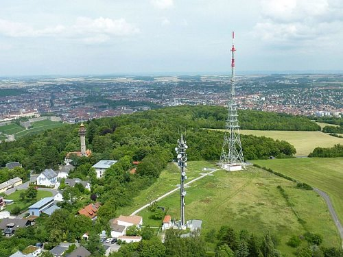 Vysílač Würzburg/Frankenwarte, ze kterého bude nově vysílat celoněmecký digitální rozhlasový multiplex šířený na kanálu 5C.