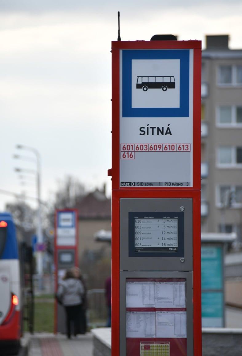 Digitální informační cedule v MHD v Kladně