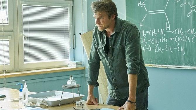 Data: TV Nova uspěla s novým seriálem Pan profesor, měl přes milion diváků