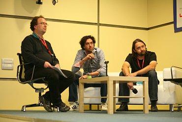 Na závěr konference osm autorů ve stručnosti představilo své mobilní aplikace. Patrick Zandl (Lupa.cz), Petr Mára a Tomáš Zvěřina (Multimedia atelier) jim nabídli zpětnou vazbu.
