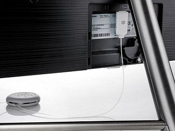 Optický kabel pro propojení panelu a externího boxu One Connect. Můžete ho mít i v prodloužené podobě, šikovně se dá zkrátit.