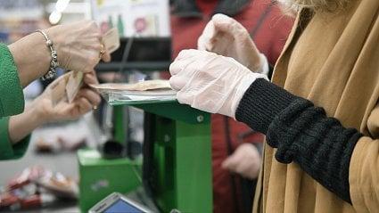 Vitalia.cz: Koronavirus: gumové rukavice, nebo holé ruce?