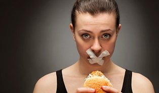 Když jste na dietě: Jaké potraviny upřednostňovat a kterým se vyhnout?
