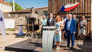 Libor Vondráček (Svobodní), Zuzana Majerová Zahradníková (Trikolora) a Petr Bajer (Soukromníci) při zahájení volební kampaně
