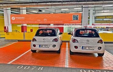 Pickup point carsharingové společnosti HoppyGo v pražském obchodním Centru Chodov.
