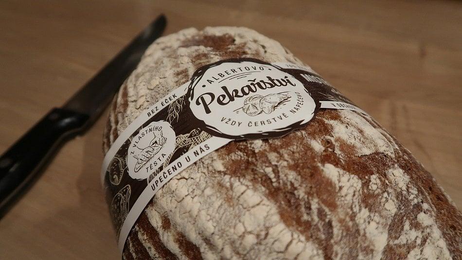Mistrovský chléb neobsahuje droždí. Je zpoctivého žitného kvasu