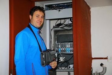 Jakub Melín u instalovaných kanálových vložek.