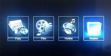 Multimédia přes USB můžete buď provozovat selektivně podle jejich typu, nebo všechna přes volbu soubor.