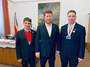 Předseda SPD Tomio Okamura s představiteli Espeďáků, mladých členů strany