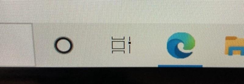 Ve Windows 10 klepněte na ikonu Zobrazení úloh (jedná se o ikonu s obrázkem několika obdélníčků a posuvníkem na pravé straně). Tato ikona se nachází vpravo od panelu pro vyhledávání.