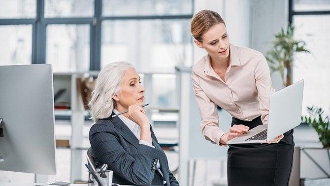 Existují nějaké výhody pro pracující seniory a studenty?